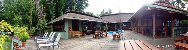 リゾートのプール&レストラン