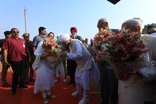 HH's welcome by Bhaya Gobind Singh Ji, President SNM