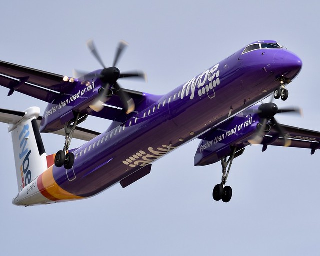 Flybe DHC-8-402Q G-PRPJ. Finals RWY 23 Glasgow Airport.