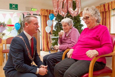 Deputy Lord Mayor of Cork Cllr. Fergal Dennehy speaks with residents Sheila and Annie at St. Luke's Charity and Home at a celebration to mark the 25th anniversary of their move from Military Hill to Mahon (in 1994).