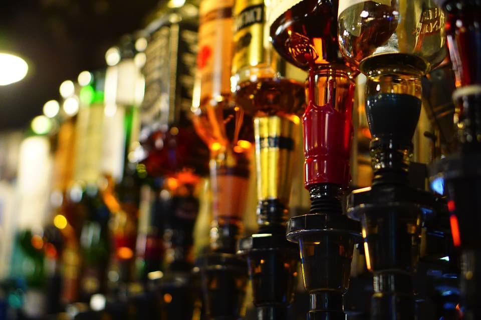お酒の瓶明るいバージョン