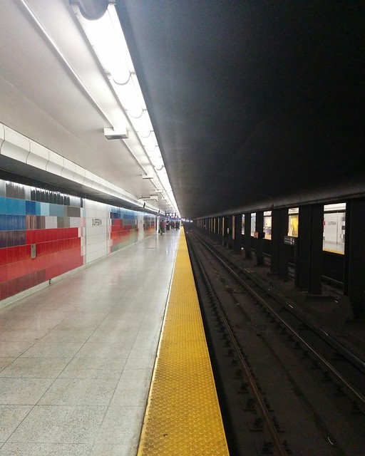 Looking west #toronto #ttc #subway #dufferin #dufferinstation #tunnel