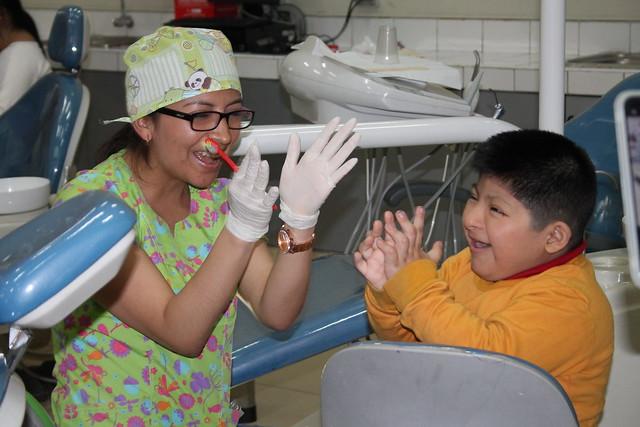 """Megacampaña """"Aprendiendo a Sonreír""""  de la Facultad de Odontología de la USMP atendió a 130 de niños con habilidades diferentes"""