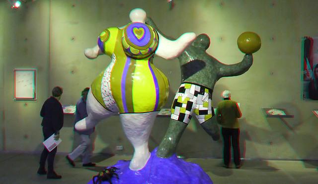 Les Baigneurs by Niki de Saint Phalle aan Zee 3D