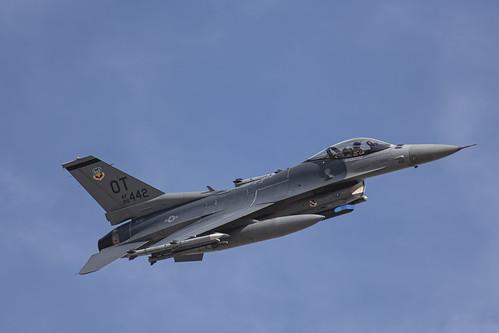 Photo Shot of F-16 442