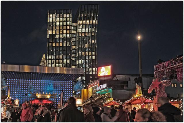 Spielbudenplatz & »Tanzende Türme«
