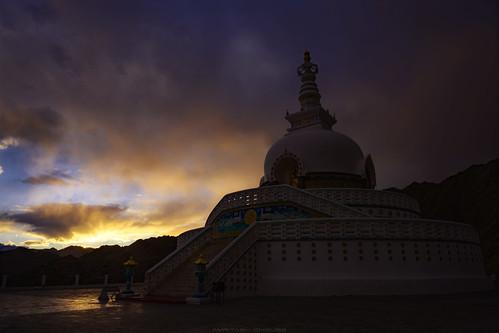 peacepagoda pagoda shantistupa stupa chorten leh ladakh architecture landscape sunset sunsetlights sunsetcolors himalayas ethereal japaneseworkofart