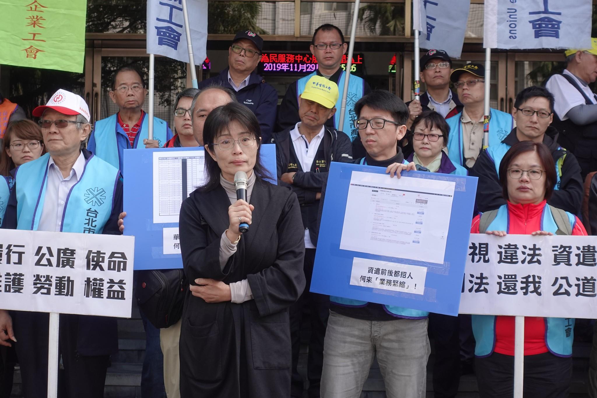 華視前新聞部員工馬慧娟控訴公司違法資遣,要求恢復工作權。(攝影:張智琦)