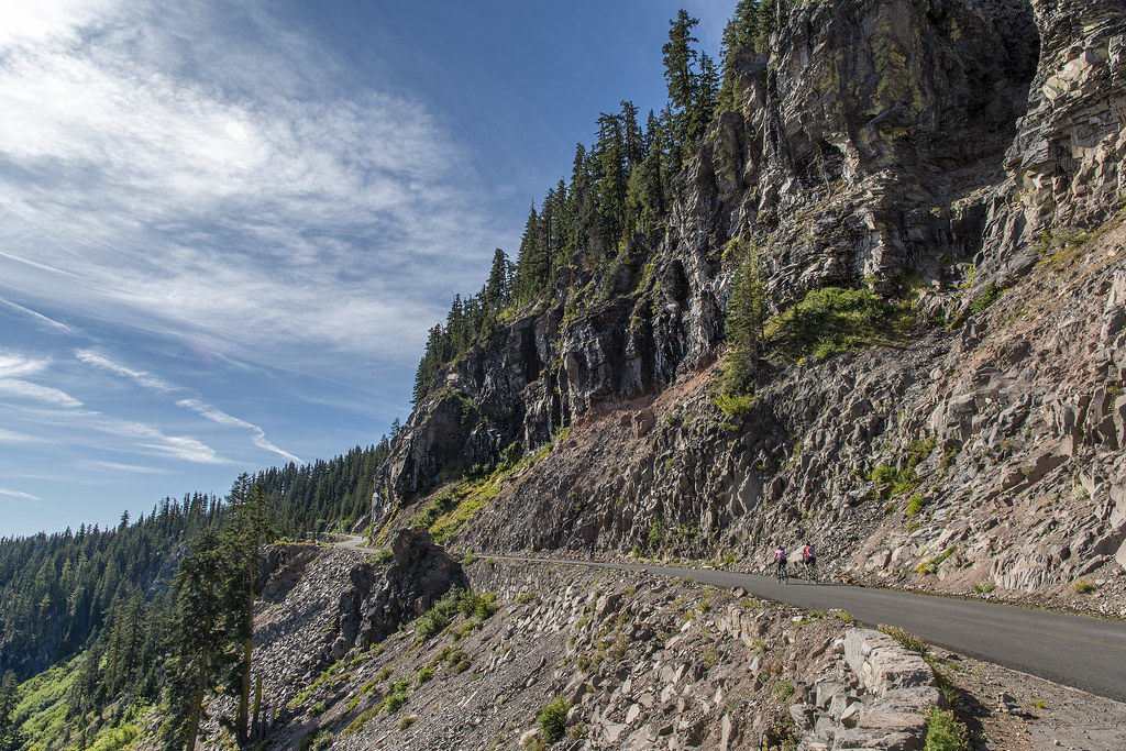 Crater Lake bikes climb the Rim Drive