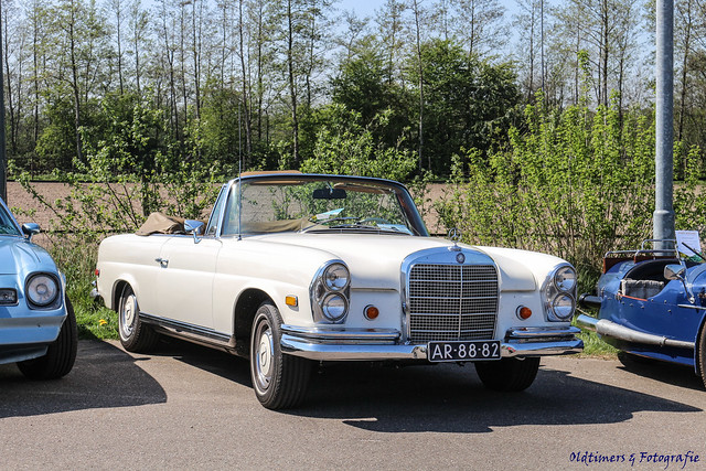 1968 Mercedes-Benz 280 SE - AR-88-82