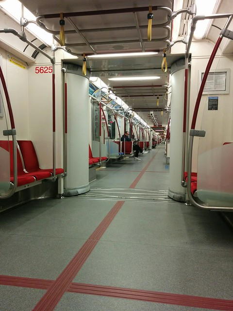 Looking north up the aisle of the stationary southbound train, St. George, 5:56 am #toronto #ttc #subway #stgeorge #stgeorgestation #train #aisle #morning