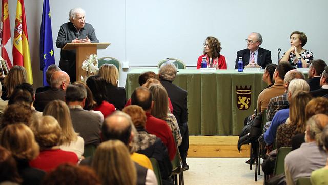 HOMENAJE A ÁNGEL A. SUÁREZ, MAESTRO Y DIRECTOR DEL CEPA FAUSTINA ÁLVAREZ GARCÍA - 28.11.19 LEÓN