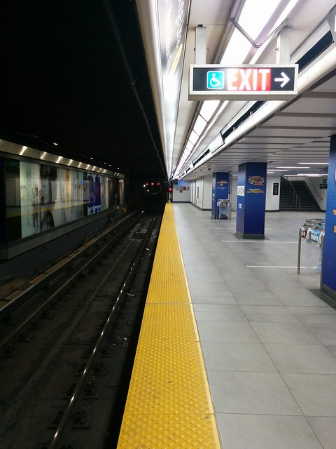 Train departing, 6:05 am #toronto #ttc #subway #platform #unionstation