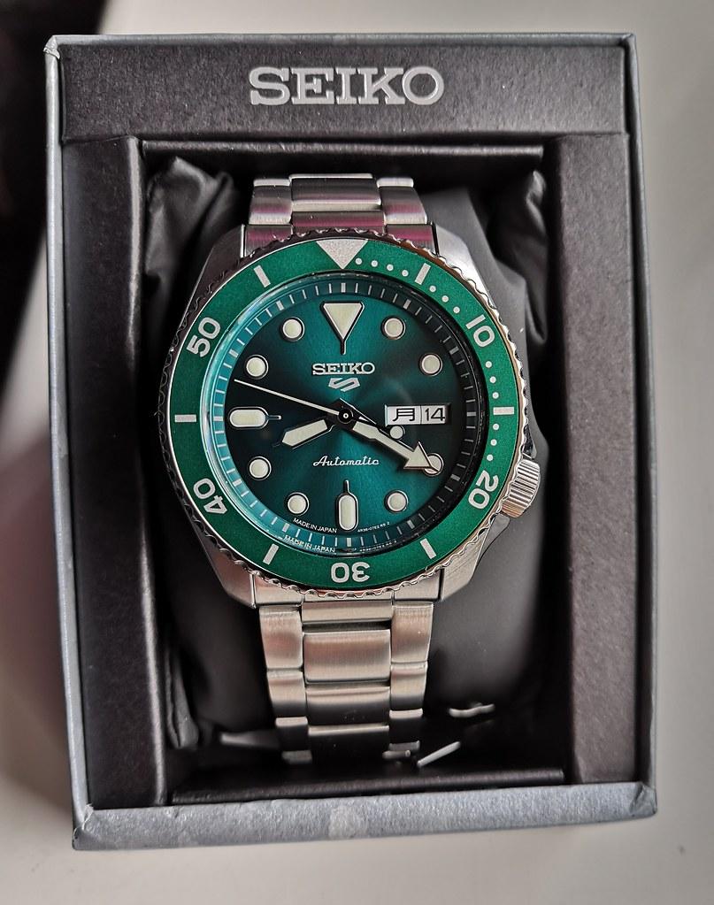 "Seiko 5 Sports ""Sports Style"" Sunburst Green SBSA011 (Cal 4R36) (1)"