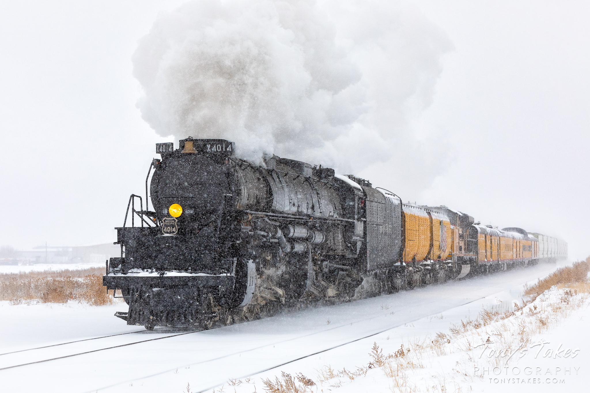 Union Pacific's Big Boy 4014 rumbles through a snowstorm north of Denver, Colorado. (© Tony's Takes)