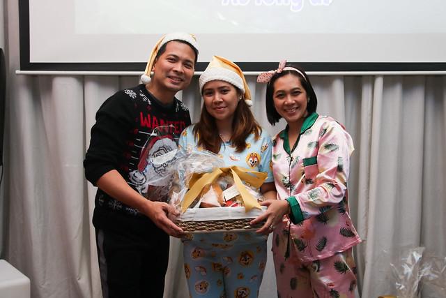 GM Ken Kapulong and DOS Kathy Namuag gives Seda's gift to the Davao media (1)