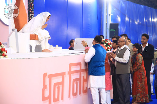 Special invitees seeking blessings