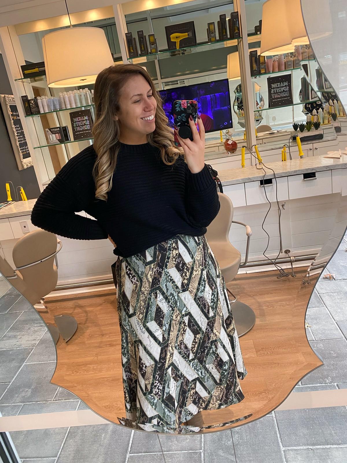 H&M Black Sweater and Pattern Circle Skirt