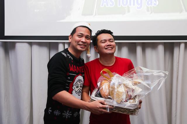 GM Ken Kapulong and DOS Kathy Namuag gives Seda's gift to the Davao media (10)