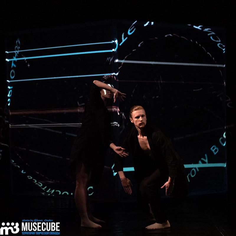 """Российская Федерация, Санкт-Петербург,Форум независимых театров, перформанс Classic Electric X Ballet.Theatre"""", хореография - Дарья Вергизова, танец - Ксения Дзюба и Валерий Терновой."""