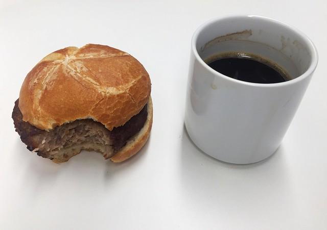 Frikadellensemmel & Kaffee