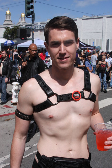 SUPER SEXY PALE MUSCLE HUNK ! ~ FOLSOM STREET FAIR 2019 ! ( safe photo )