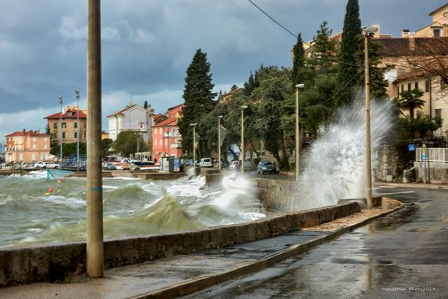 Razbijanje valova o stijene i obalu - Volosko (2)
