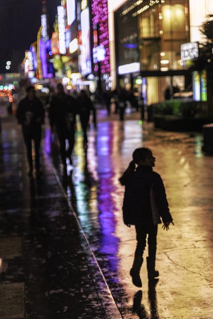 024693764230937-118-19-11-Walikng the Vegas Strip in the Rain-3