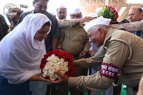 Flowery welcome by OP Nirankari Ji, Mukhya Sanchlak, SNSD