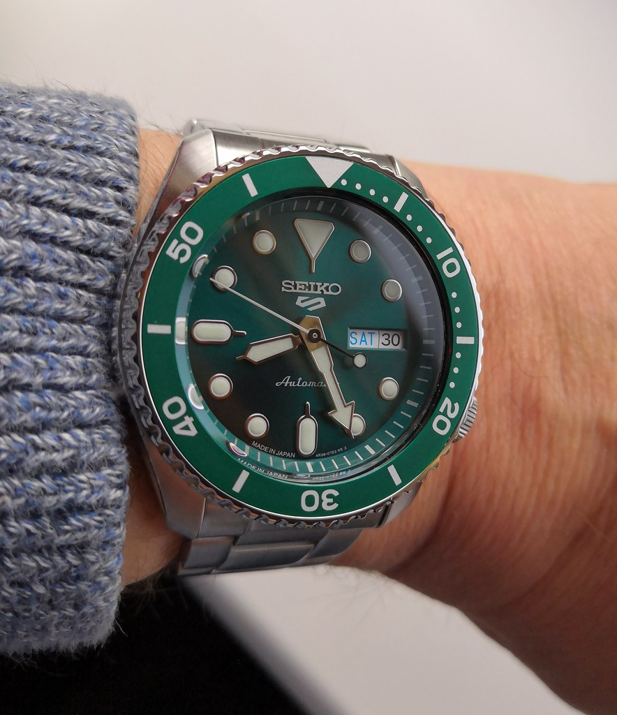 "Seiko 5 Sports ""Sports Style"" Sunburst Green SBSA011 (Cal 4R36)"