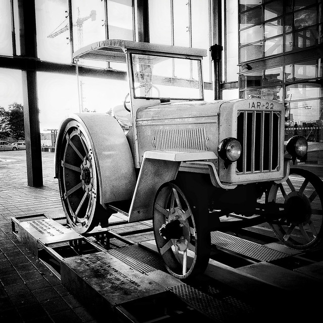 The first tractor built in Romania ⬛⬜