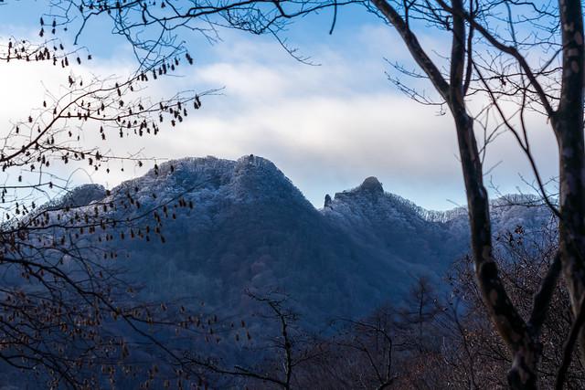 御岳山とローソク岩