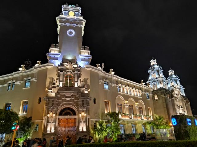 Municipalidad de Miraflores e Iglesia Virgen Milagrosa, Lima