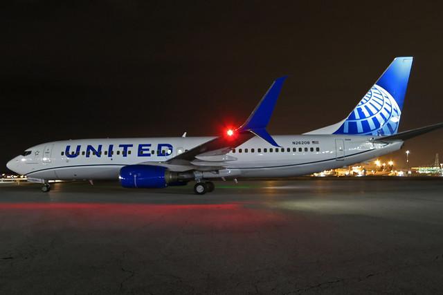 N26208 UNITED 737-824SW at KCLE
