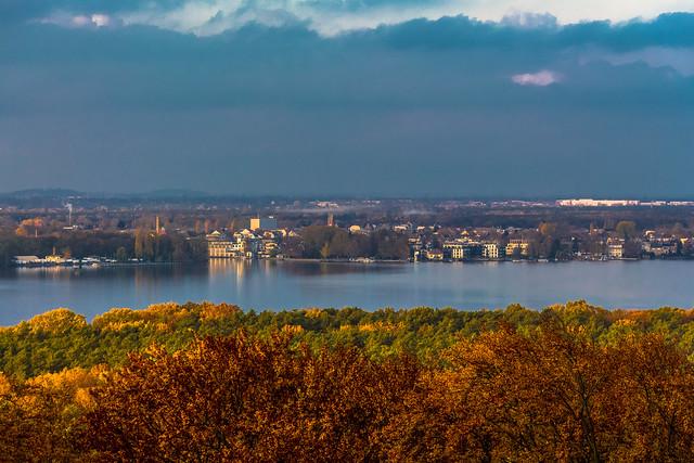 Blick vom Großen Müggelberg auf den Müggelsee mit Friedrichshagen