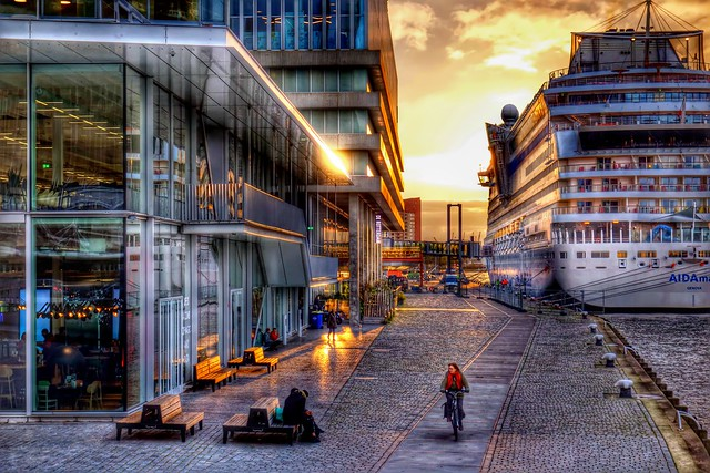 Sunset time in Rotterdam
