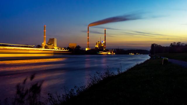 Rhine blue hour | SONY ⍺6000 & vintage Canon nFD 35~105mm ƒ/3.5 Macro