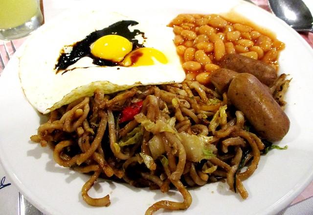 Mega Hotel buffet breakfast fried mee & the rest