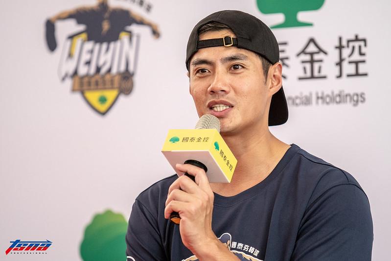 陳偉殷擔任棒球訓練營營長。(特派記者王啟恩/攝)