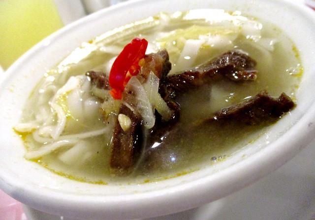 Maga Hotel Miri buffet breakfast - beef noodles