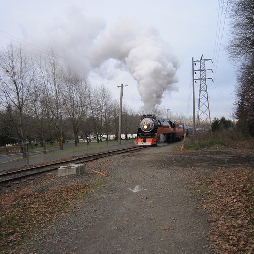 4449 works up the hill towards Tacoma Ave