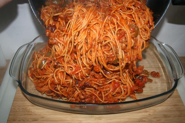 25 - Nudeln in Auflaufform geben / Put pasta in casserole