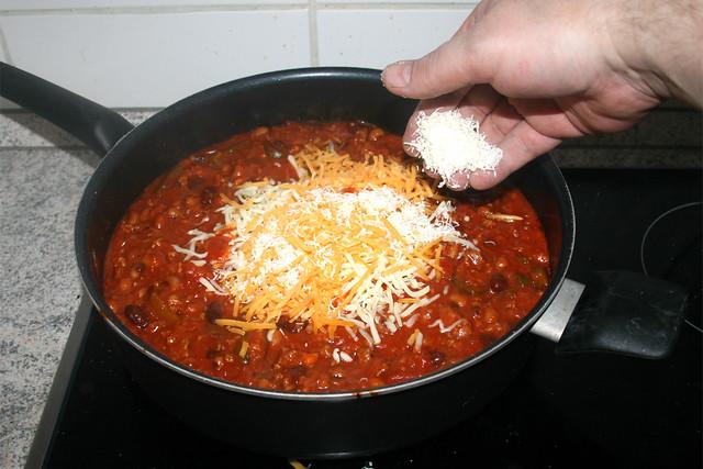 19 - Käse in Sauce geben / Add cheese