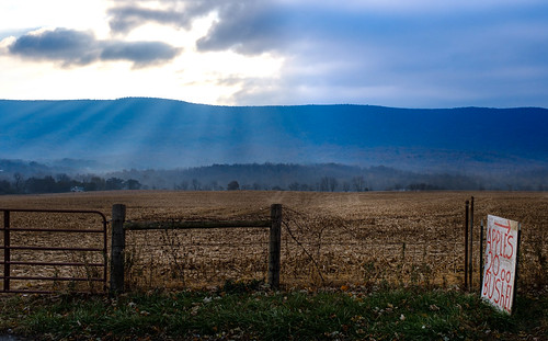 rays morning sunrays landscape virginia nature mountains sky farm blueridgemountains apples clouds mountjackson unitedstatesofamerica