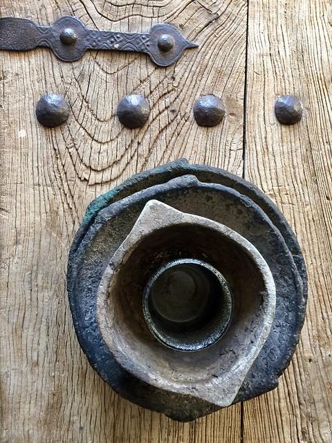 Salontafel oude deur stenen schalen