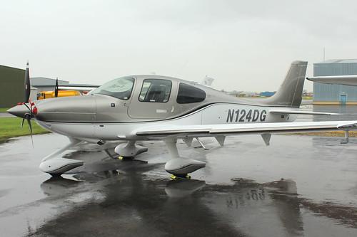 Cirrus SR22 N124DG