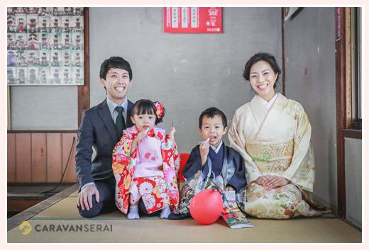 七五三の家族写真 畳の上で正座