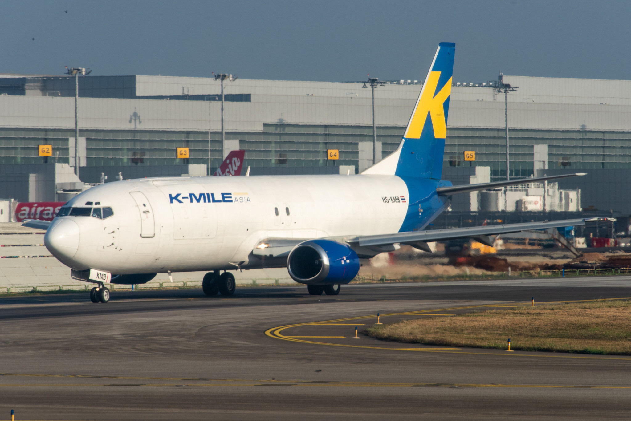 K-Mile Asia Boeing 737-400F; HS-KMB@SIN;29.11.2019