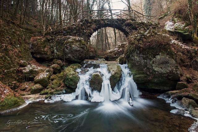 Luxemburg Muellertal der Schiessentuempel im Winter
