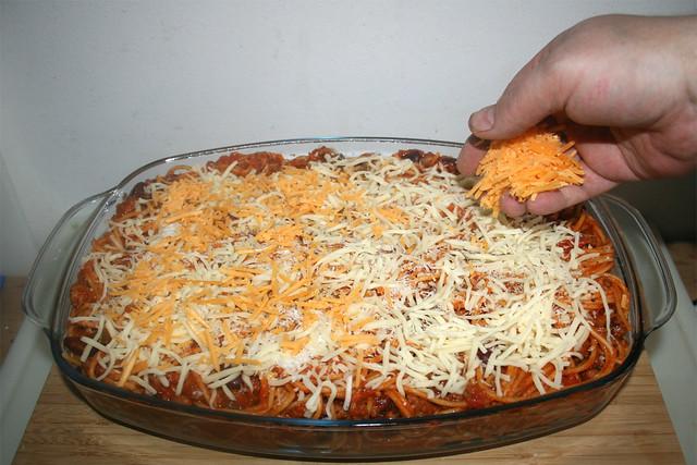 27 - Mit Käse bestreuen / Dredge with cheese